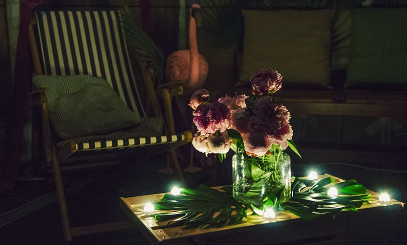 Arredo tavolino terrazza in stile tropicale