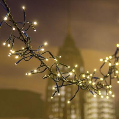 Guirnalda de luces LED a modo de liana con cable negro