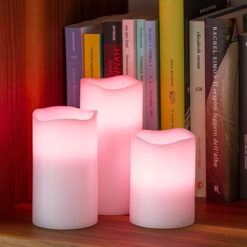 RGB LED-Kerzen auf Regal