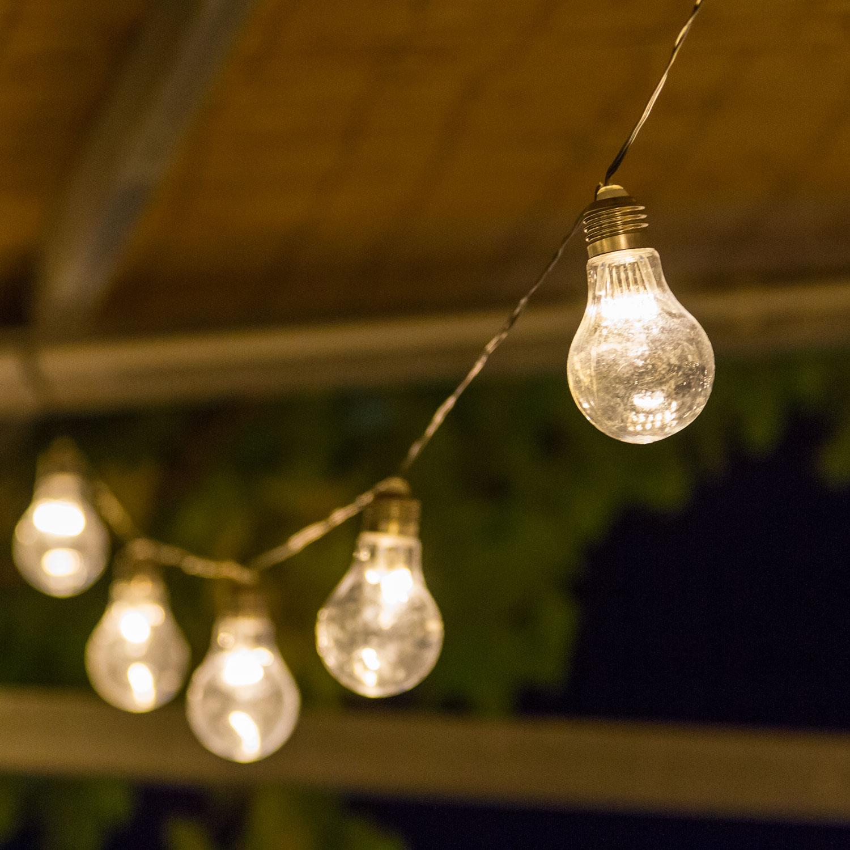 Lampade Attaccate Al Soffitto catenaria di lampadine: 7 idee per il giardino|luminal park
