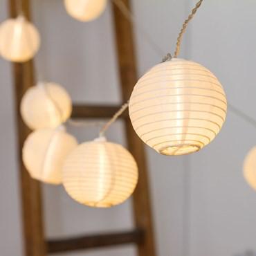 Catena 5,6 m, 16 lanterne Ø 8 cm, led bianco caldo, cavo trasparente, prolungabile