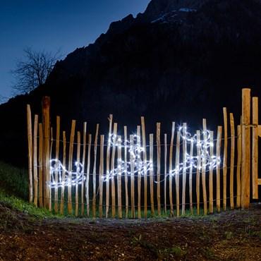 2 rennes avec traîneau avec effet glacé 180 x H 50 cm, 144 LED blanc froid