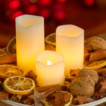 Set 3 candele avorio in vera cera Ø 5 cm, led bianco caldo