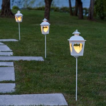 Set 2 Lanterne in metallo e cuori traforati h. 64 cm, con picchetto, led bianco caldo