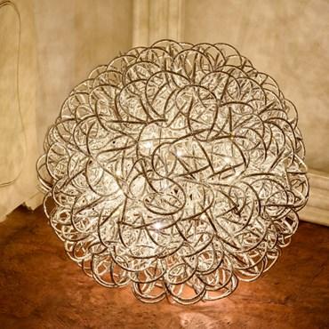Silberne Leuchtkugel aus Alu-Röhren mit Glitzerbeschichtung, Ø 50 cm, 200 LEDs warmweiß, innen