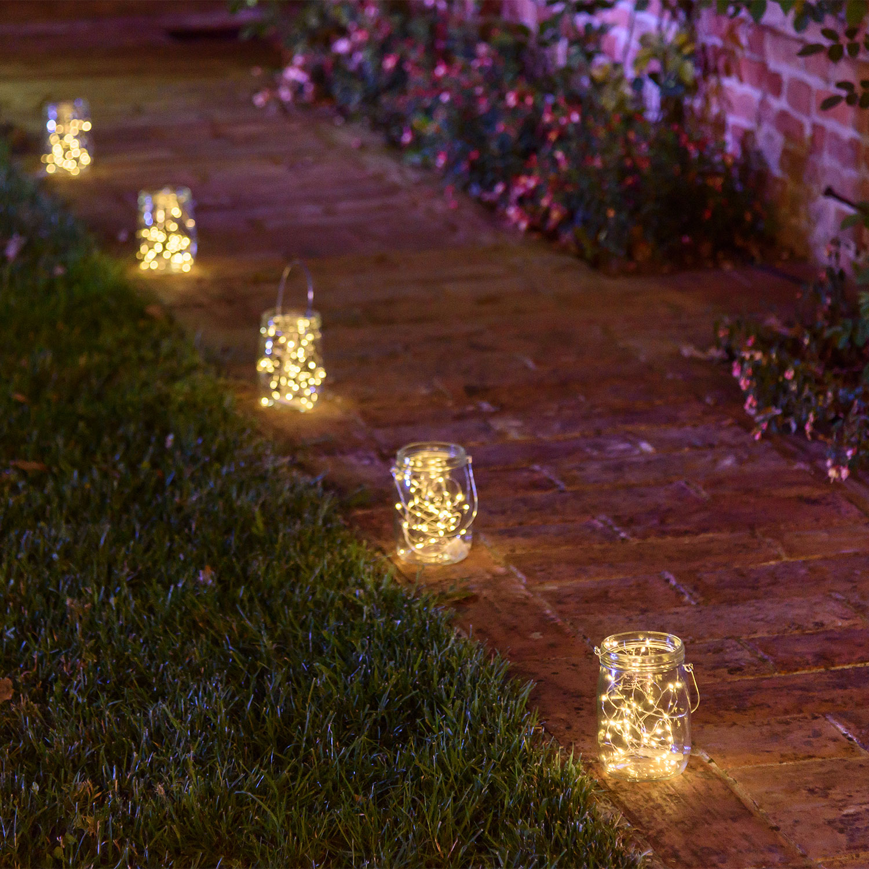 Iluminación del sendero con tarros