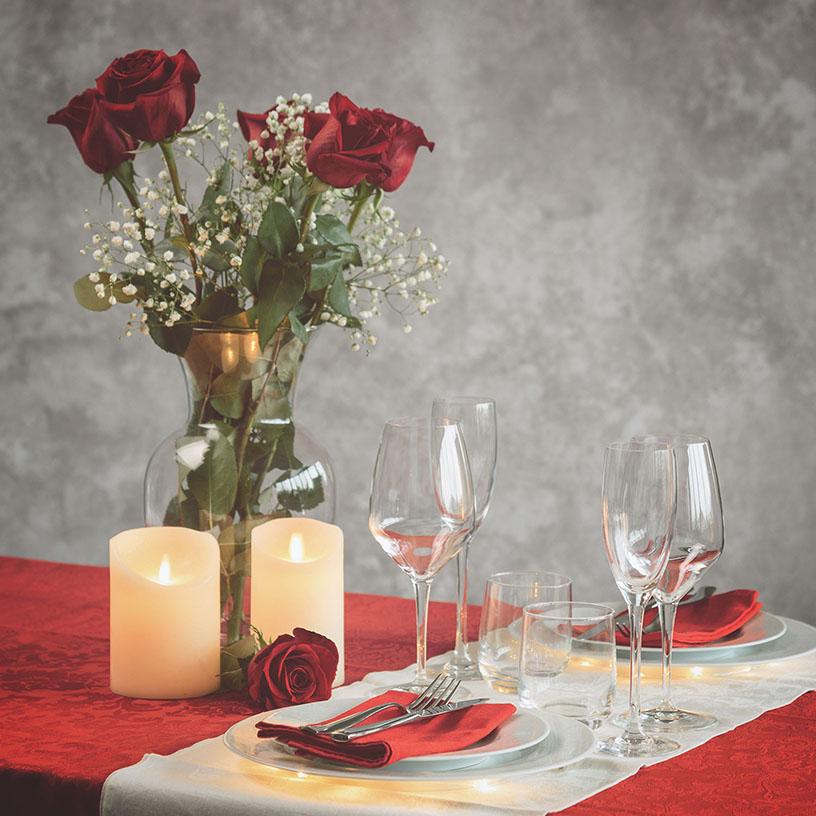 Luces y adornos mesa San Valentín
