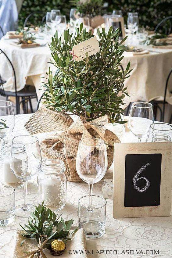 centre de table avec des branches d olivier