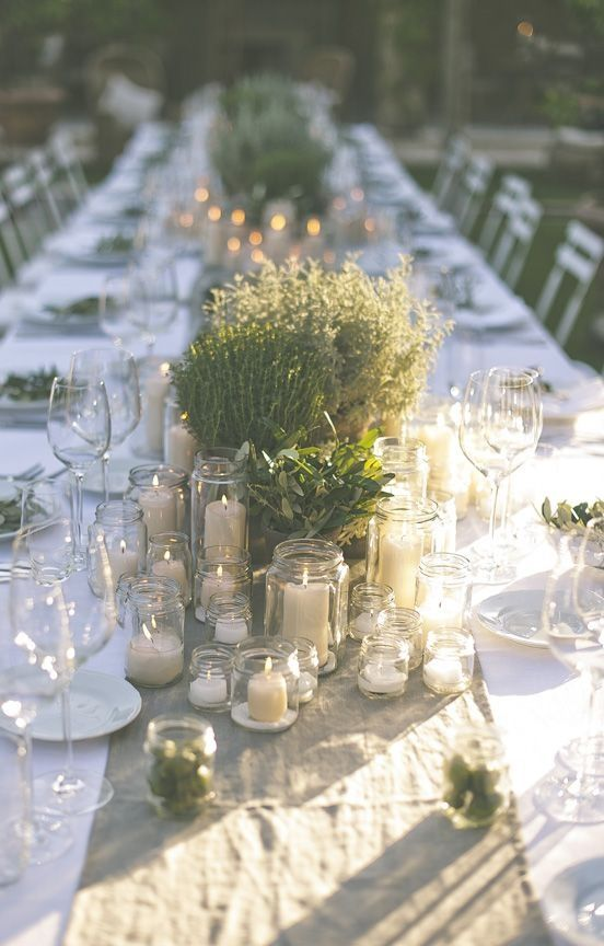 Centre de table aux plantes vertes et bougies