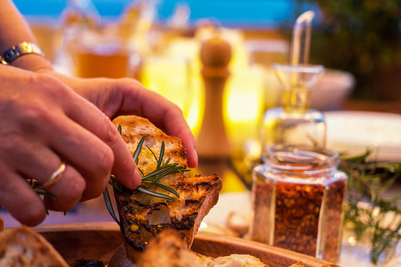 bruschette aglio e olio per festa terrazzo