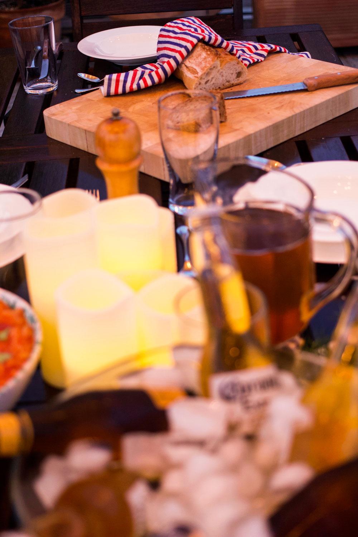 candele led su tavola estiva