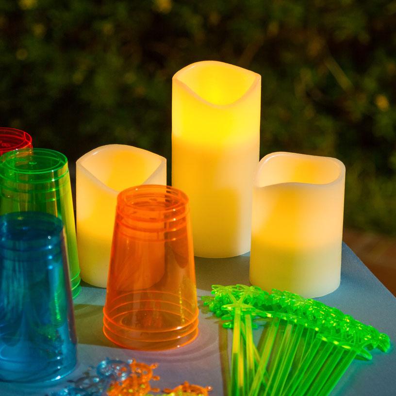 Candele led e lanterne per una festa in piscina