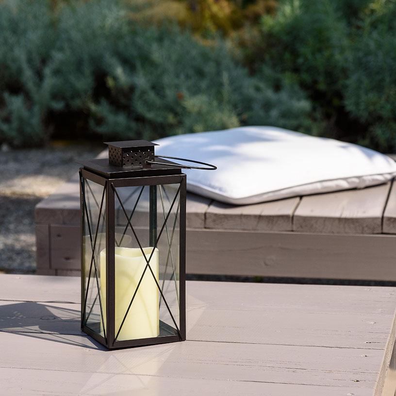 Lanterna di design nera moderna con candela led