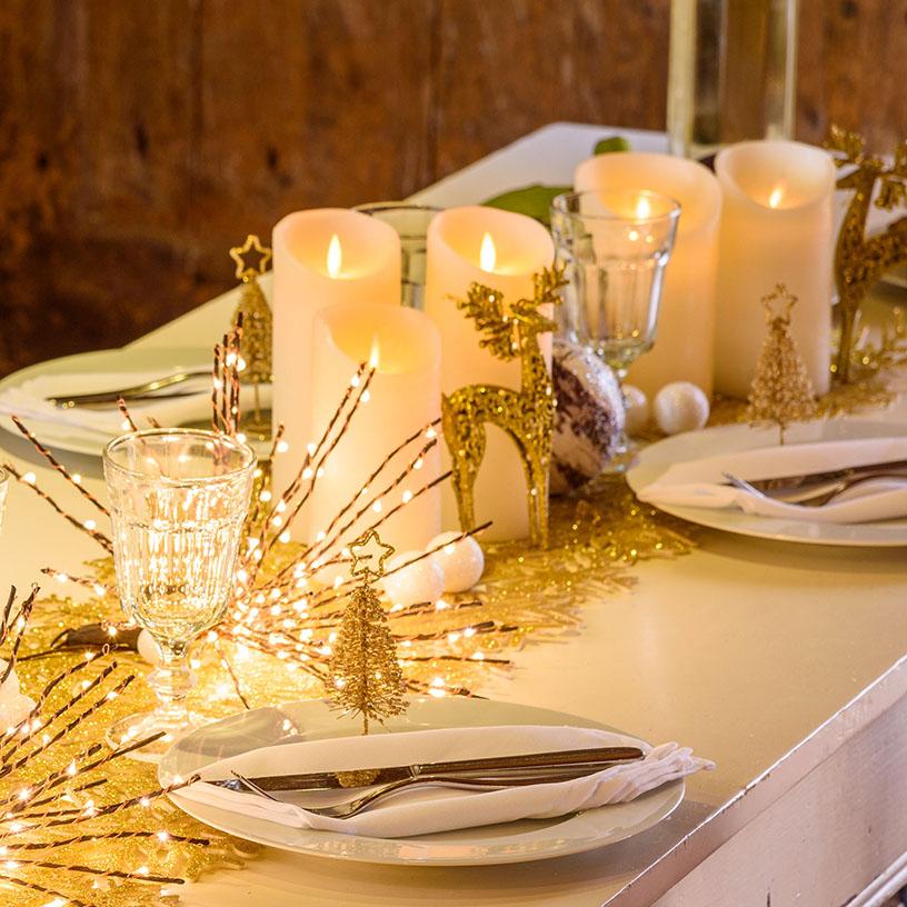 Centrotavola natalizio tavola Capodanno con candele led e twigball
