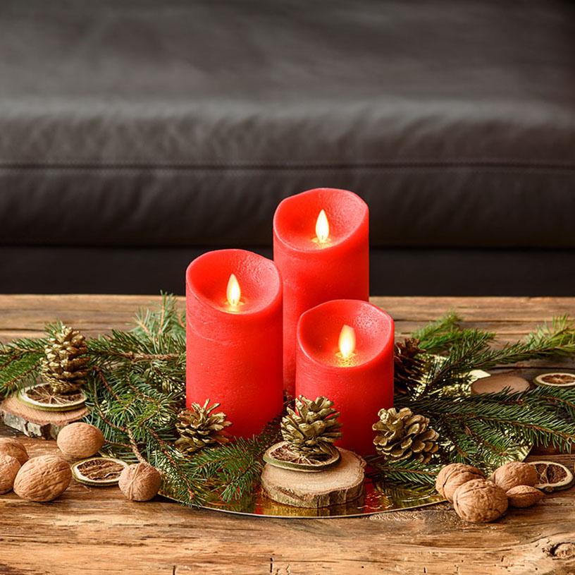 Decorazione natale con candele led rosse