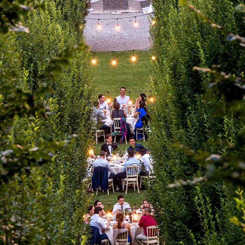 Guirnalda de bombillas para decorar el banquete de bodas