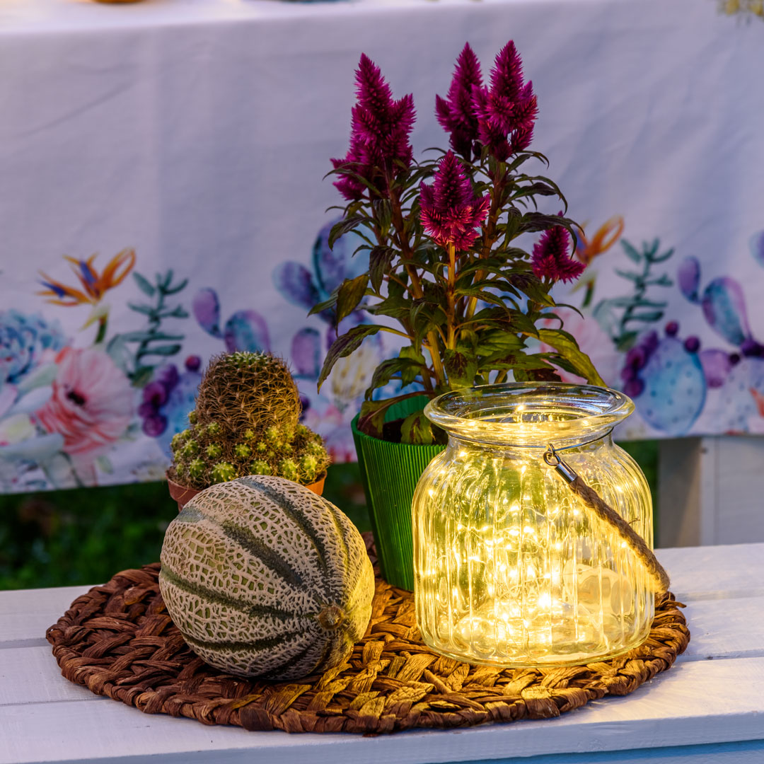 Lucine led in vaso di vetro trasparente
